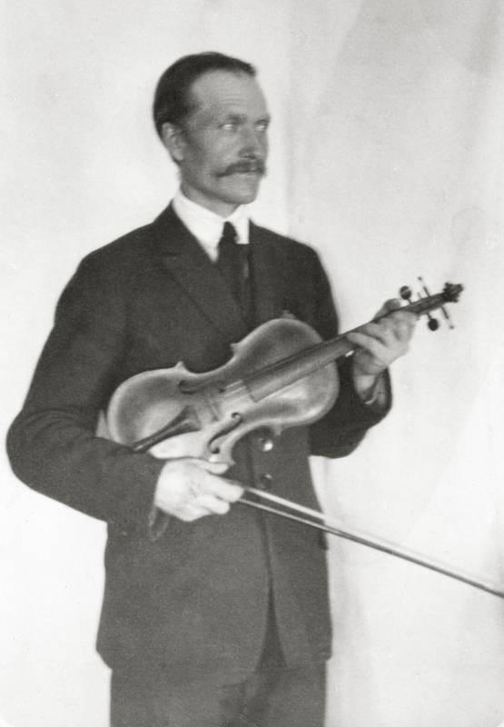 Jon Erik Hall